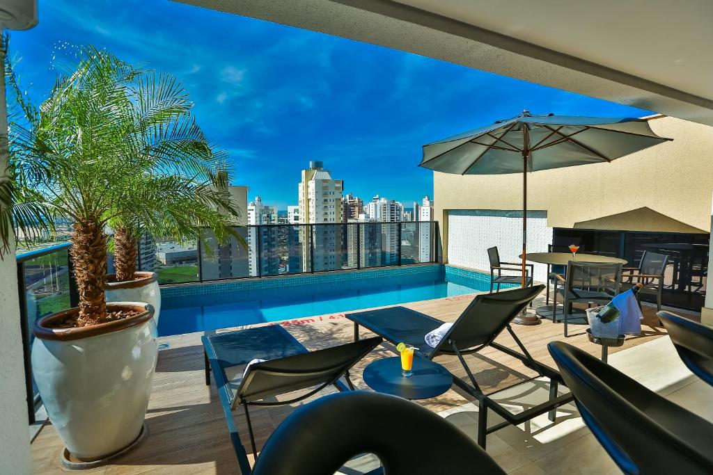 A piscina localizada em Quality Hotel Flamboyant ou nos arredores