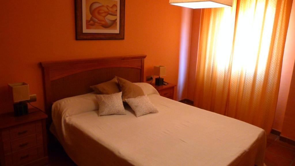 A bed or beds in a room at Casa Rural La Guapeta