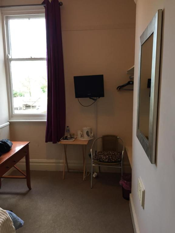 A television and/or entertainment center at Alvaston Guesthouse at Navigation Inn