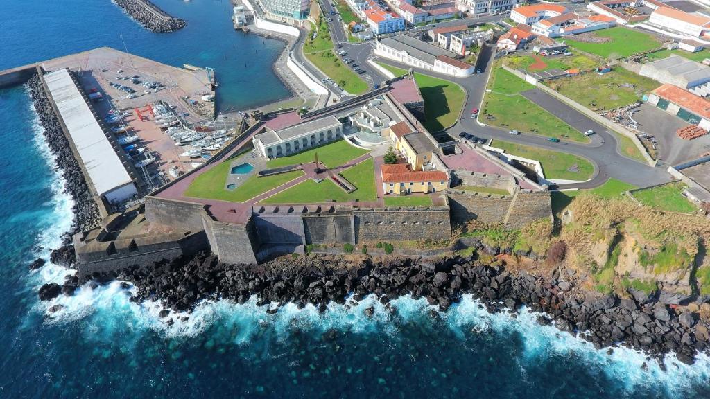 Uma vista aérea de Pousada de Angra do Heroismo Castelo de S. Sebastiao