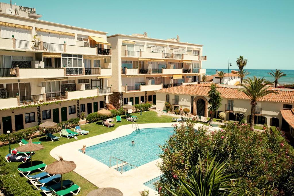 Uitzicht op het zwembad bij Hotel Los Jazmines of in de buurt