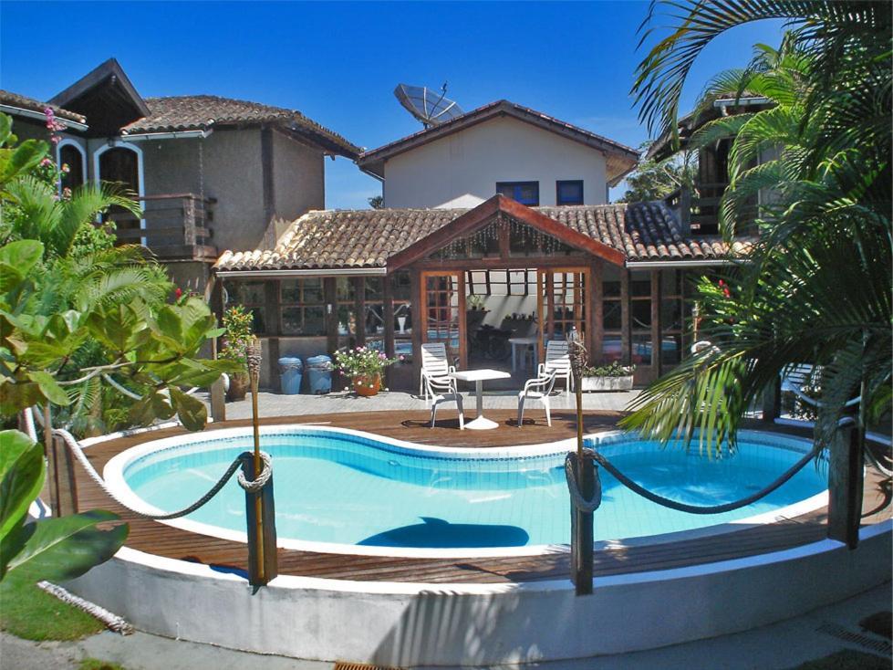 A piscina localizada em Pousada Praia da Baleia ou nos arredores