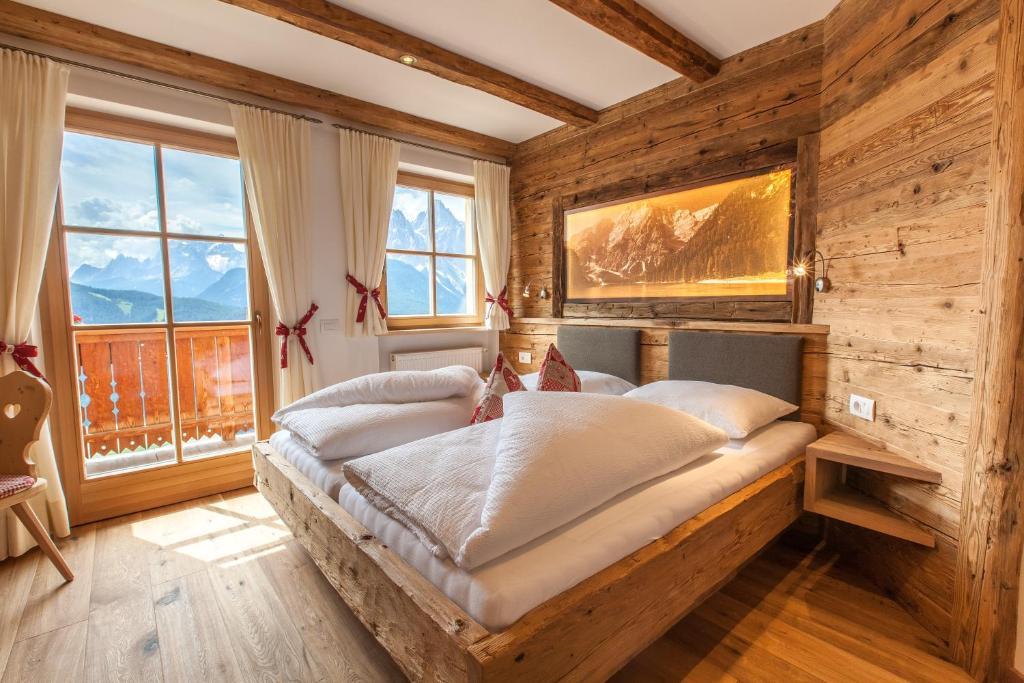 Ein Bett oder Betten in einem Zimmer der Unterkunft Egarterhof