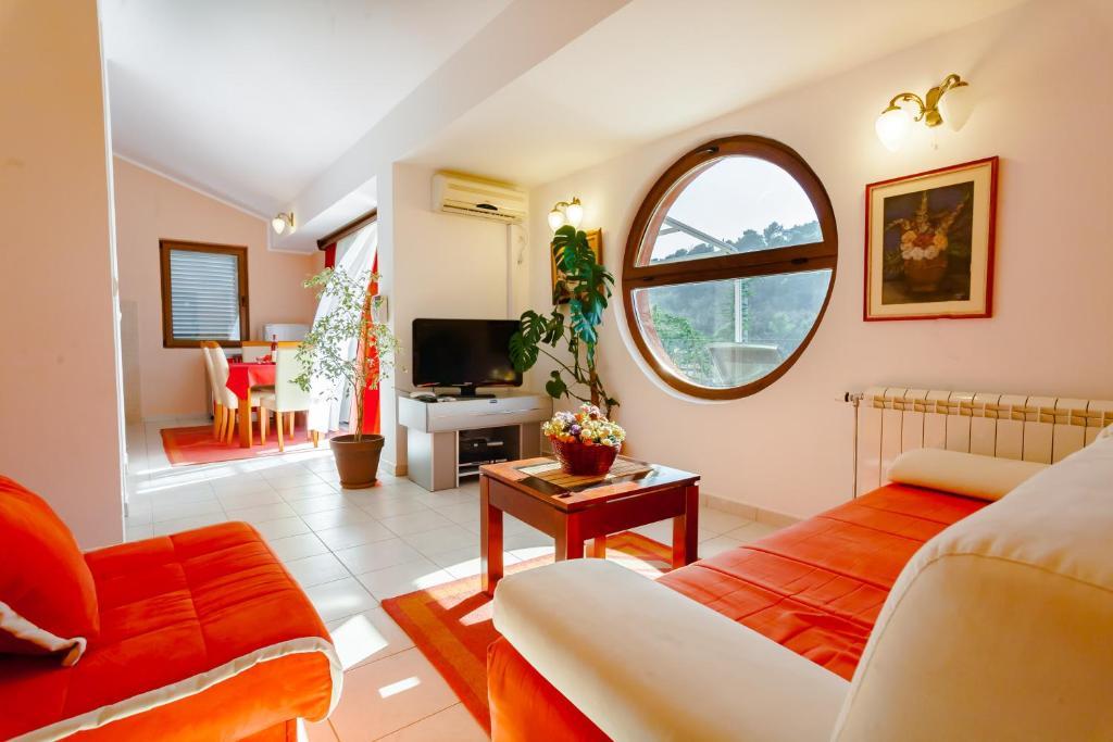 A seating area at Jovanovic Apartments