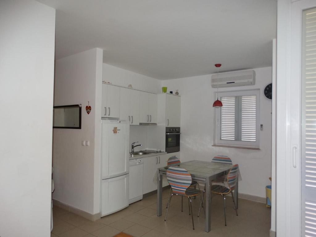 A kitchen or kitchenette at Apartment Lucia