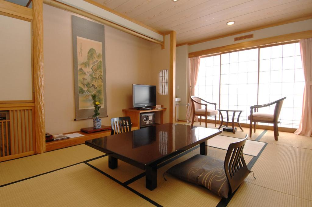 A seating area at Ryokan Biyunoyado