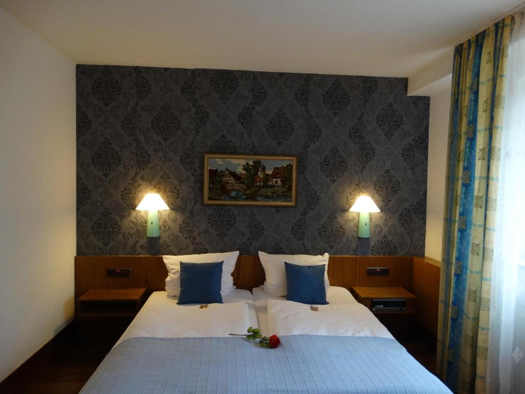 Ein Bett oder Betten in einem Zimmer der Unterkunft S&L Hotel Neuss
