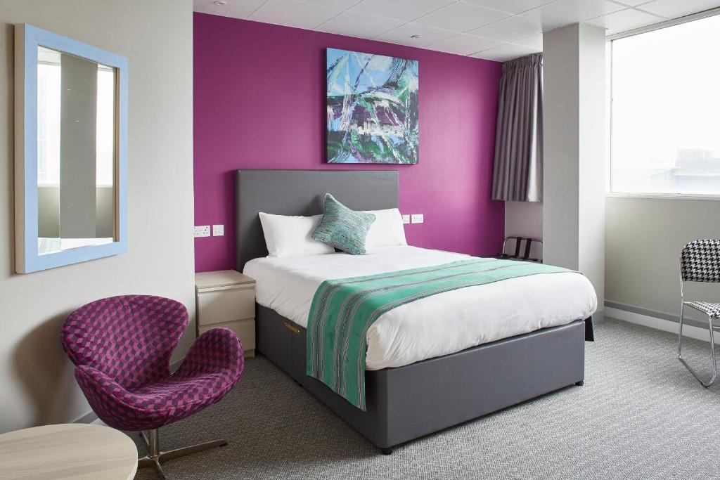 A bed or beds in a room at Citrus Hotel Cardiff by Compass Hospitality