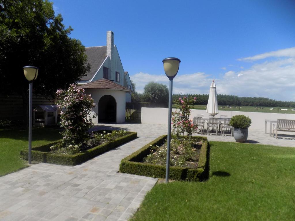 Ein Garten an der Unterkunft B&B De Polderhoeve
