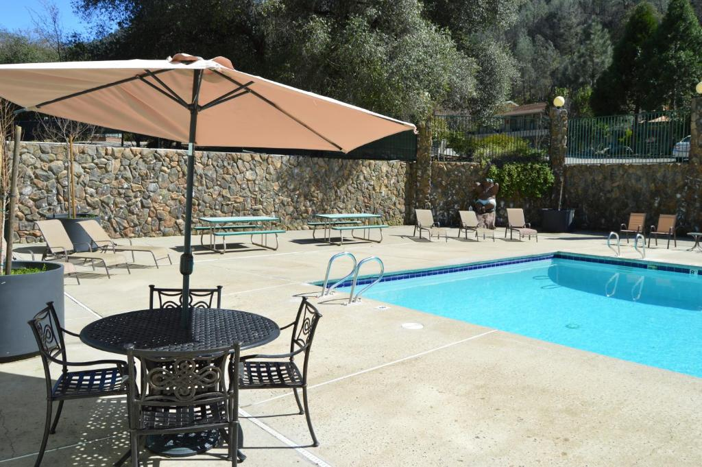 The swimming pool at or close to Cedar Lodge