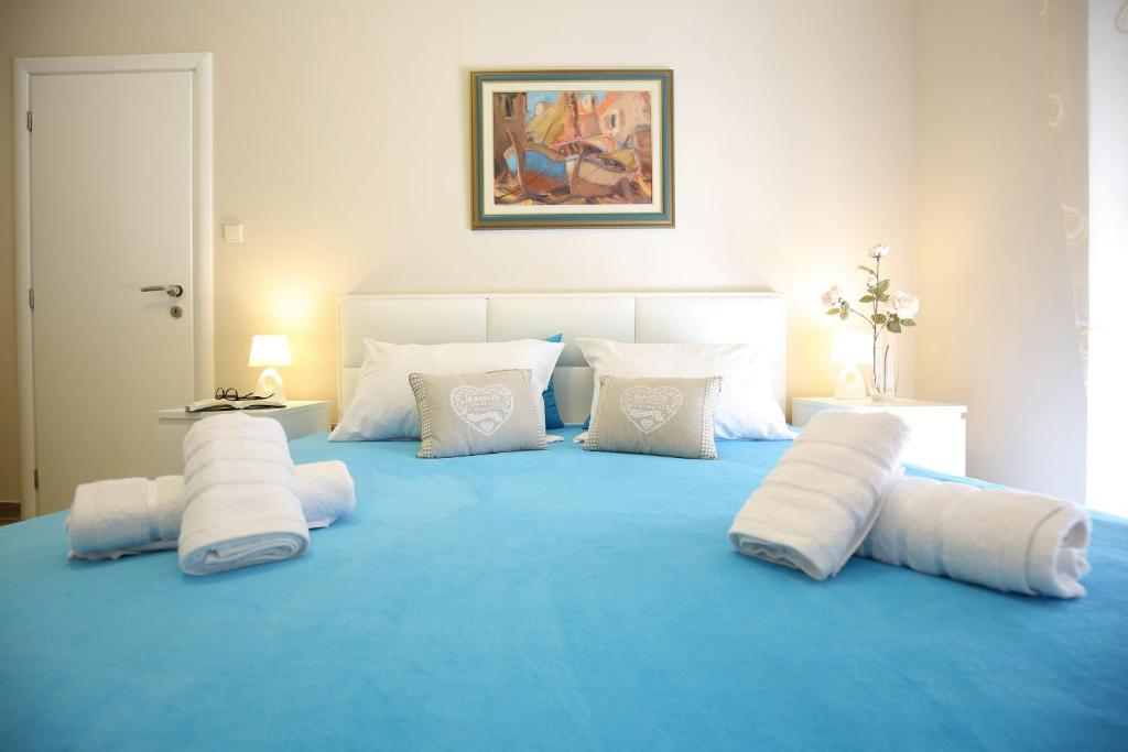 A bed or beds in a room at Apartments & Rooms Kolovare Beach