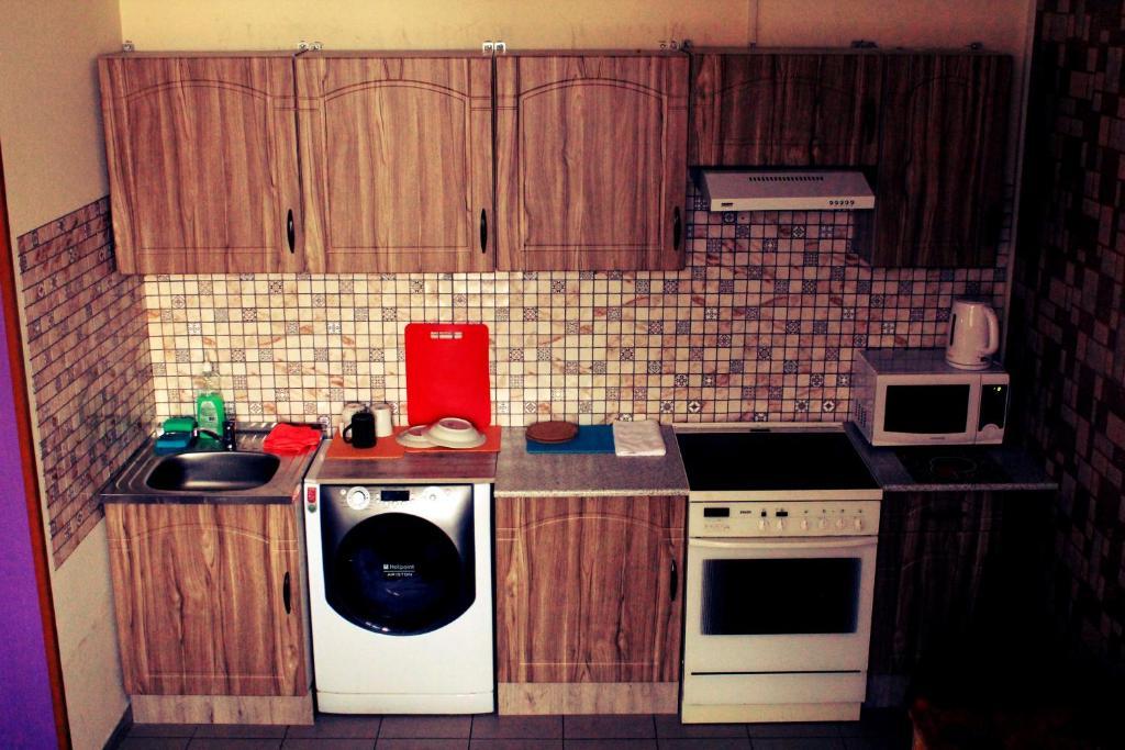 A kitchen or kitchenette at Hostel Vpechatlenie