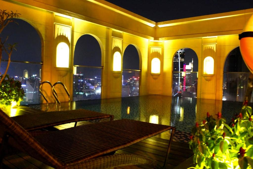 The swimming pool at or near Awesome CBD Luxury Apartment Icon56 Rooftop Pool