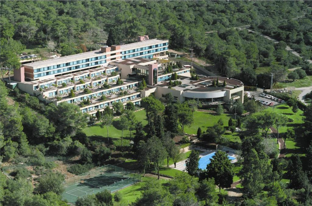 A bird's-eye view of Carmel Forest Spa Resort by Isrotel Exclusive Collection