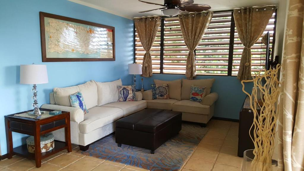 A seating area at Fully Air-Conditioned Beach Front Penthouse Apartment