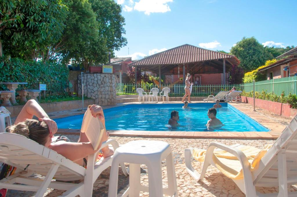 A piscina localizada em Bonito HI Hostel Suites ou nos arredores
