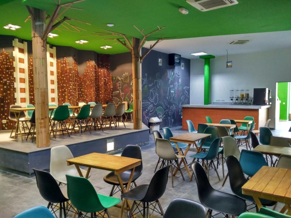 Ein Restaurant oder anderes Speiselokal in der Unterkunft Motion Chueca