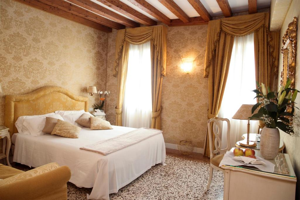 A bed or beds in a room at B&B Ca' Furlan