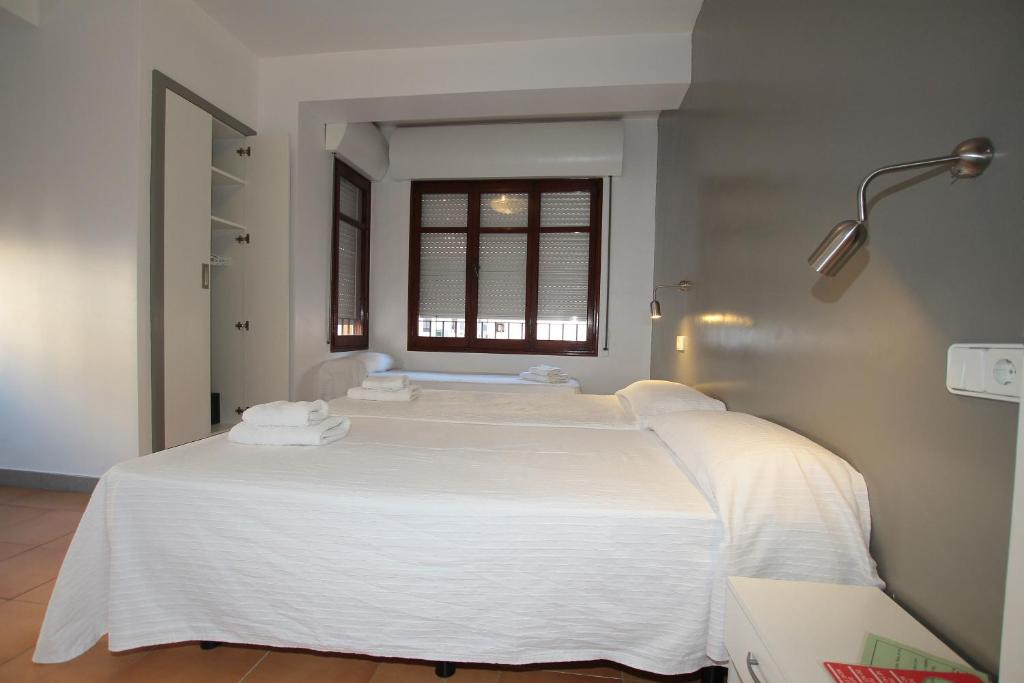 A bed or beds in a room at Hostal Ripoll Ibiza