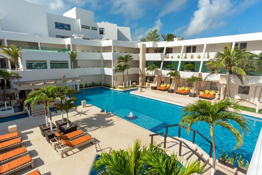 The swimming pool at or near Flamingo Cancun Resort