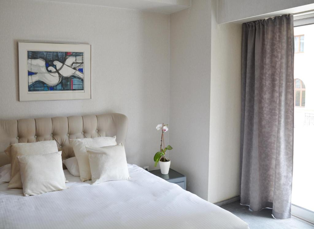 A bed or beds in a room at Lion Hotel Apartments
