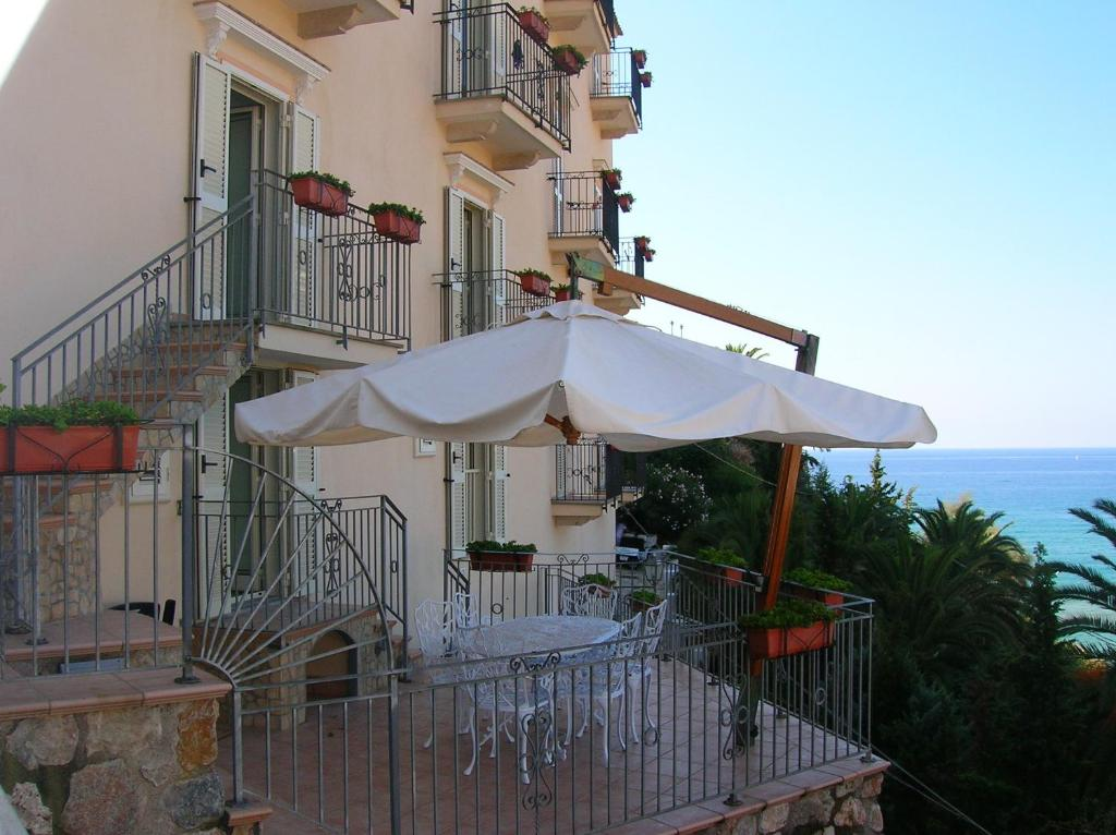 A balcony or terrace at Florenza Residence
