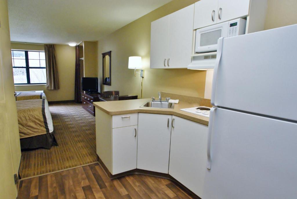 Hotel StayAmerica Midtown, Savannah, GA