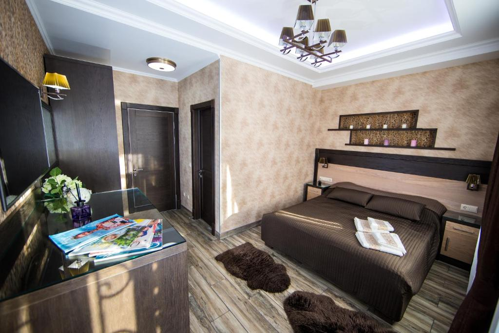 Hotel Era on Tsimbalina