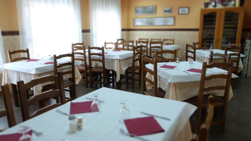 A restaurant or other place to eat at Hostal Restaurante La Masía