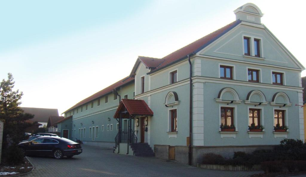 Adult Guide in Opava
