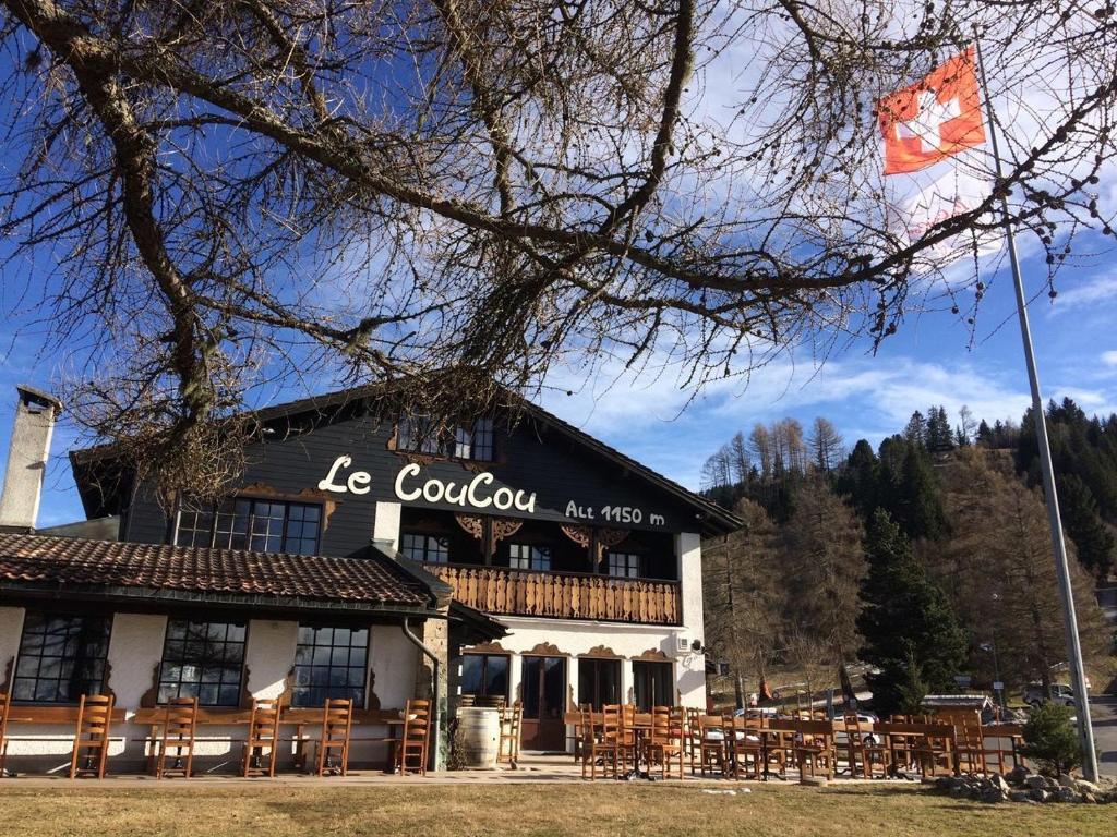 Le Coucou Hotel & Restaurant-Bar