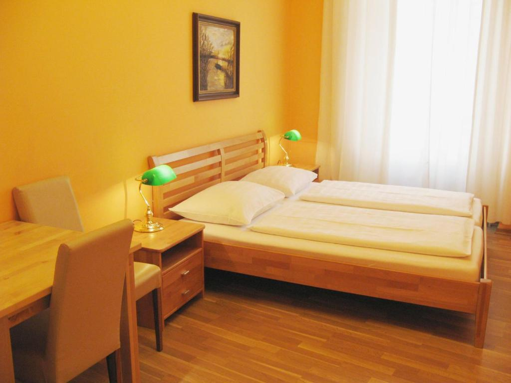 A bed or beds in a room at Pension Liechtenstein