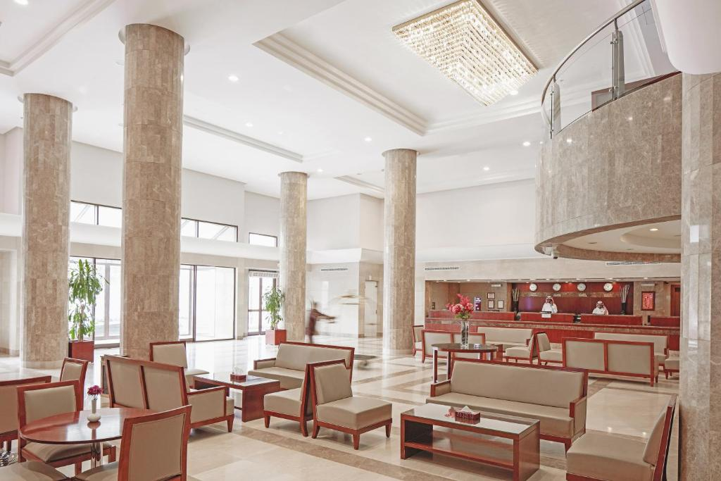 A restaurant or other place to eat at Makarem Mina Hotel