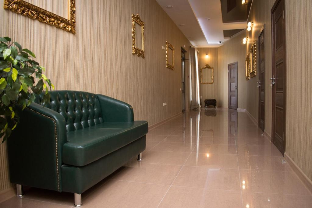 The lobby or reception area at Leon Hotel