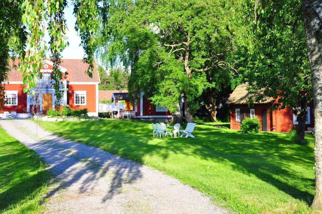 A garden outside Hem till Gården boutique hotel