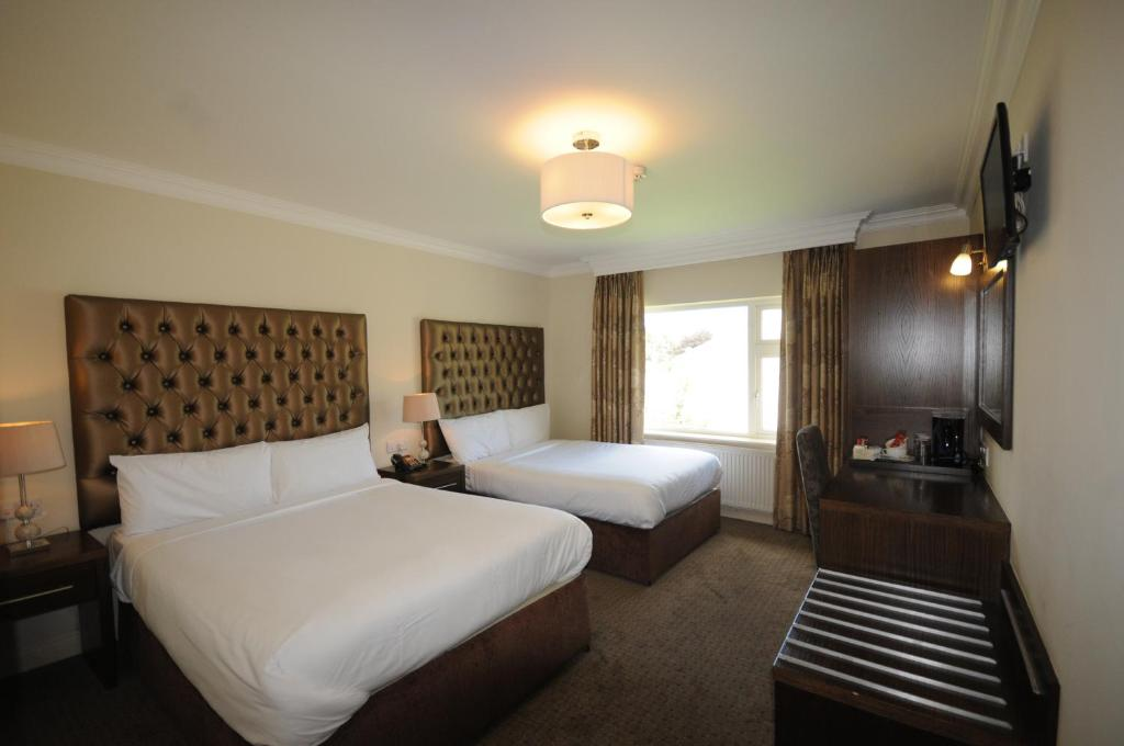 A bed or beds in a room at Castle Lodge