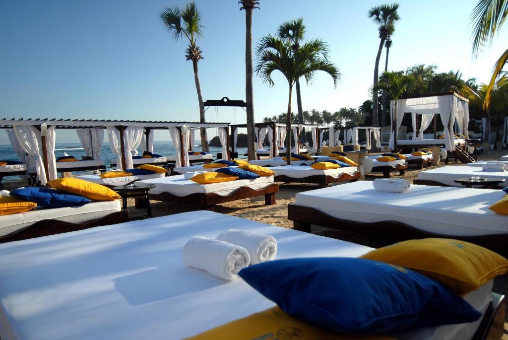 Lifestyle Tropical Beach Resort S