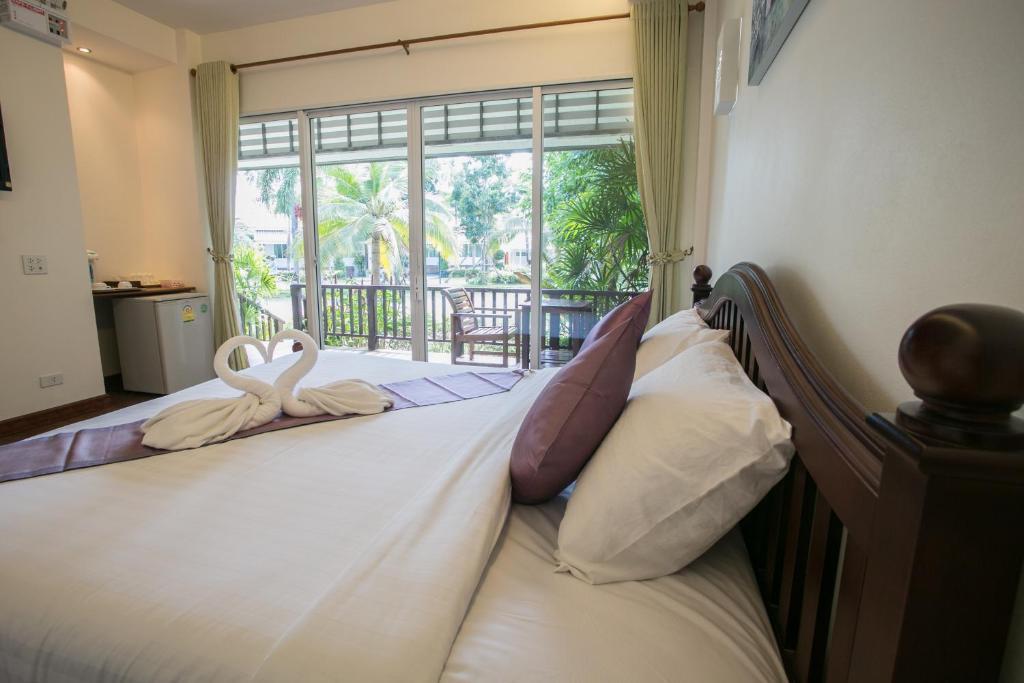 เตียงในห้องที่ ณิสาญ์สิริ บูติค รีสอร์ท