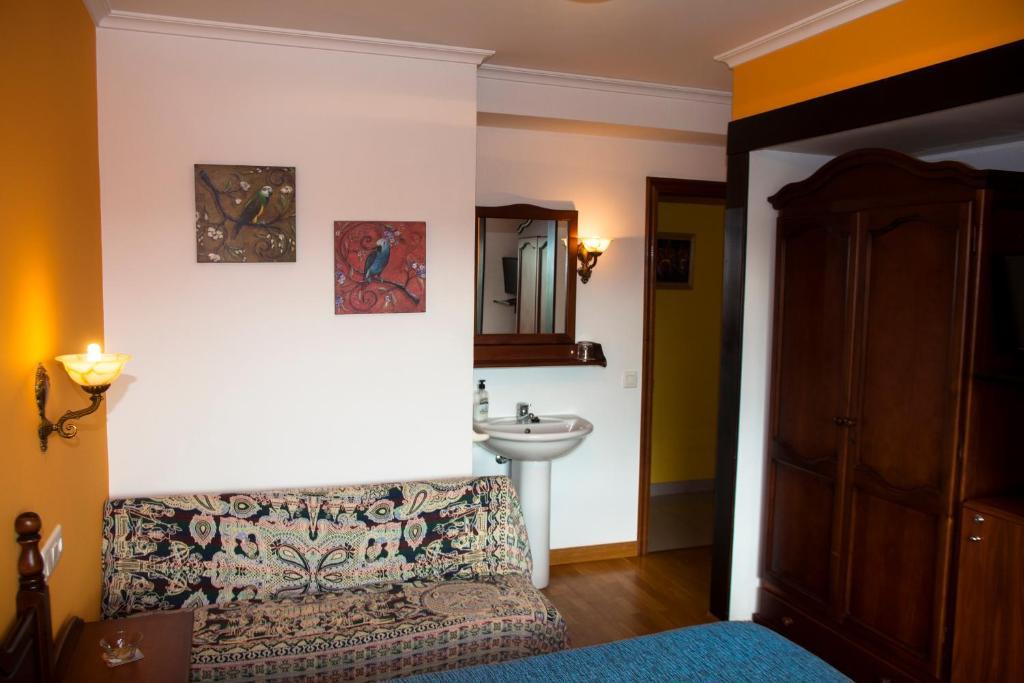 A bathroom at Hospedaxe Carragal