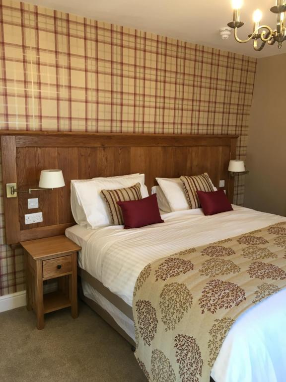 A bed or beds in a room at Plas Yn Dre