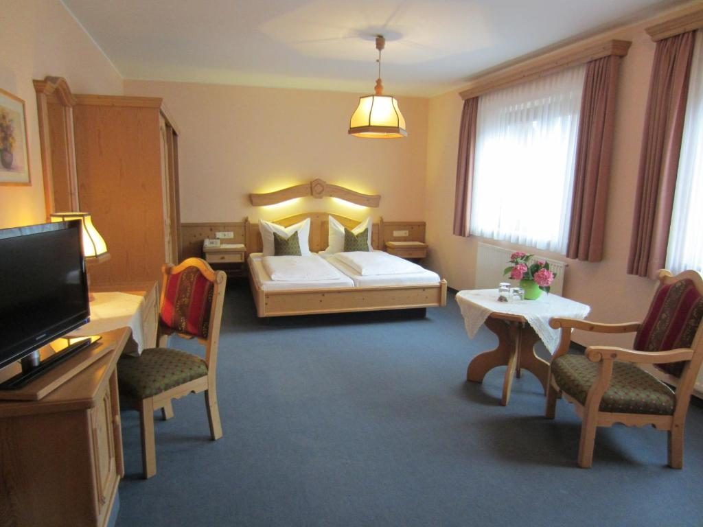 A bed or beds in a room at Hotel Plainbrücke