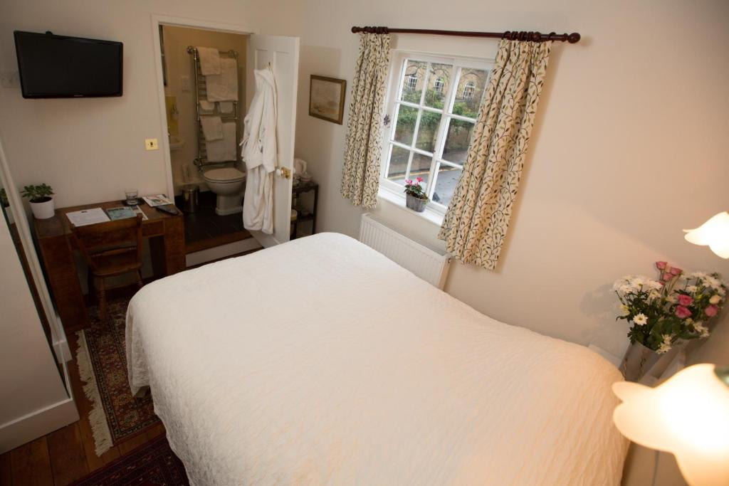 A bed or beds in a room at 5 Chapel Street Bed and Breakfast