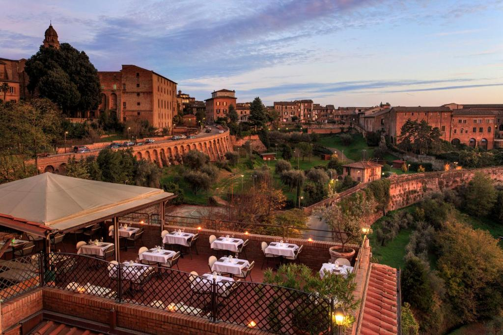 Hotel Athena (Italien Siena) - Booking.com