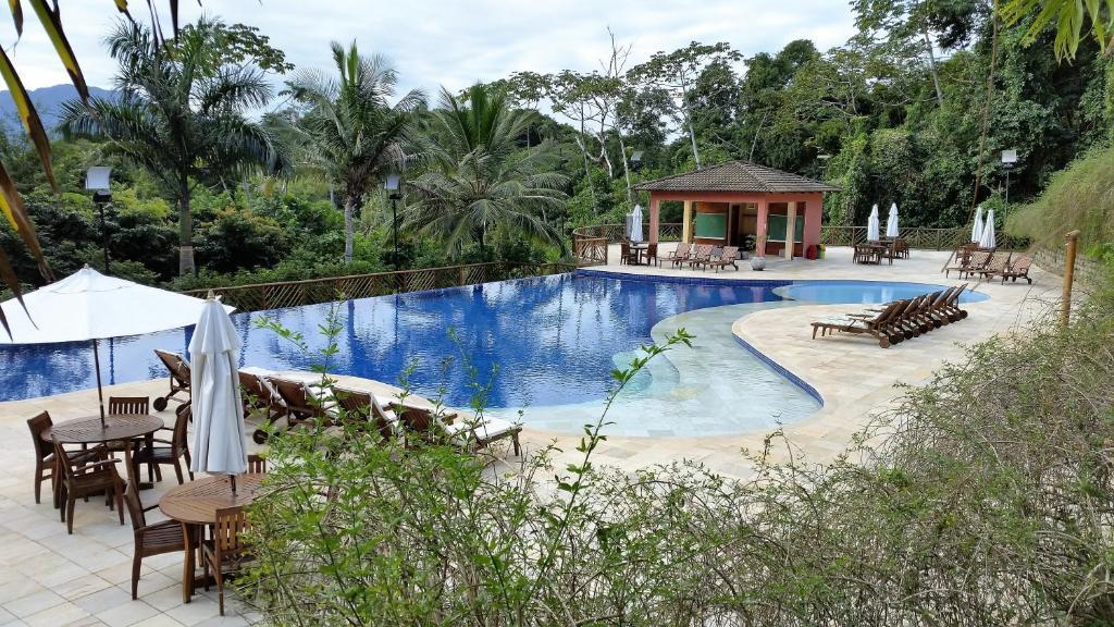 A piscina localizada em Bangalô em Ilhabela - Cond. Yacamim ou nos arredores