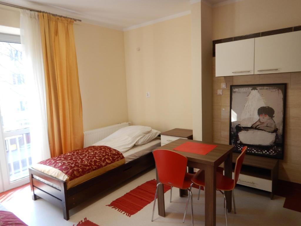 Säng eller sängar i ett rum på Hostel Skłodowska