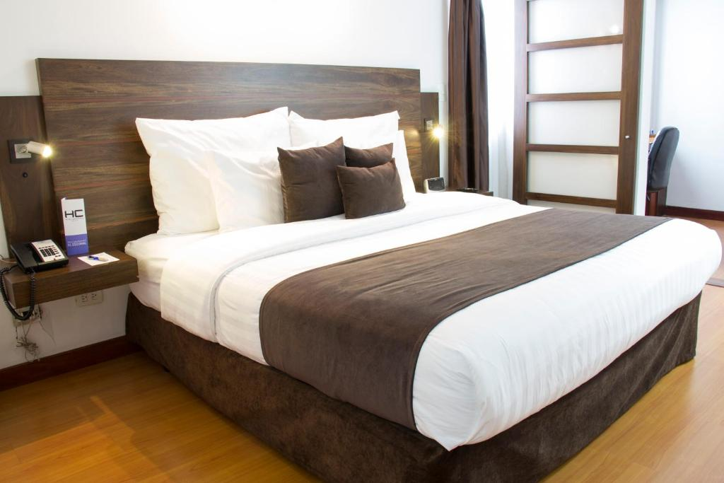 A bed or beds in a room at Hotel Carretero