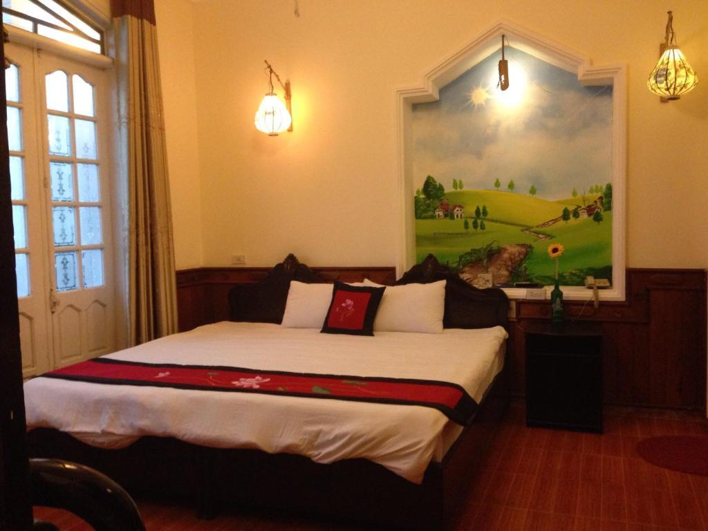 Giường trong phòng chung tại Hue Home Hotel