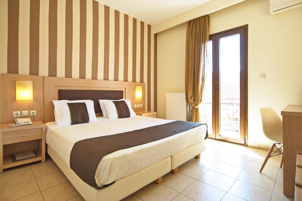 A bed or beds in a room at Hotel Leto Delphi