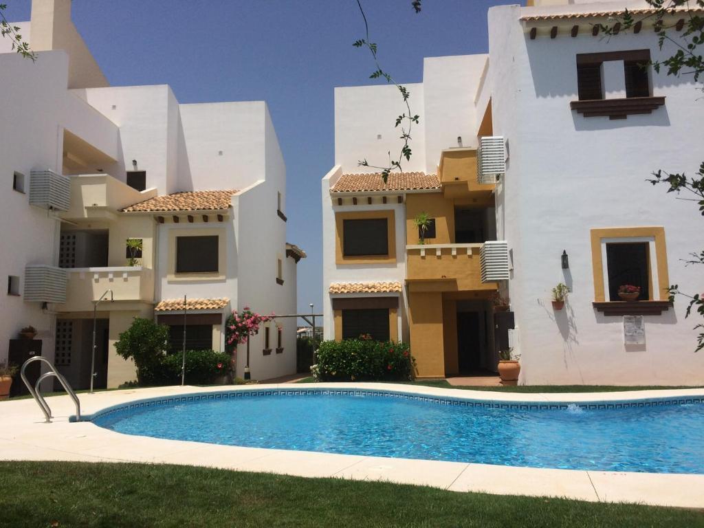 Apartamento Marina Esuri游泳池或附近泳池