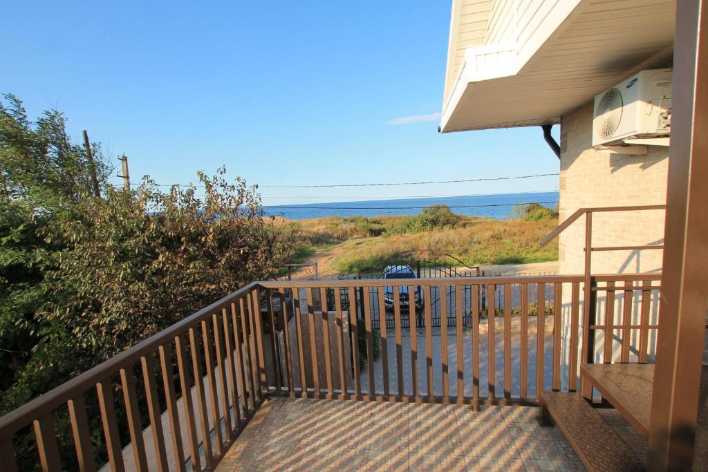 A balcony or terrace at Guest House Azov Inn